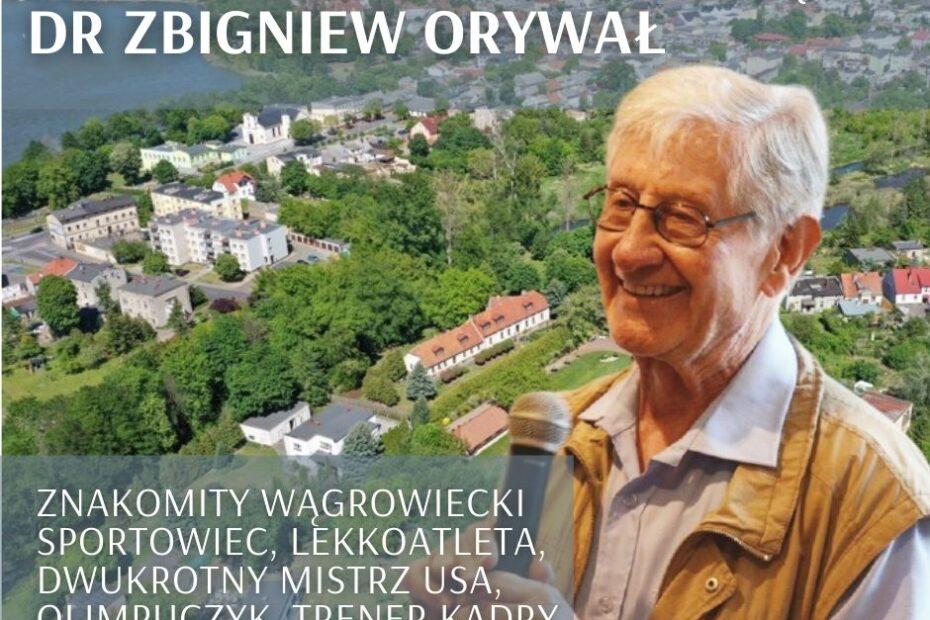 Fotografia Zbigniewa Orywała z 2018 r. na tle panoramy Wągrowca. Informacja o dniu urodzin wybitnego lekkoatlety związanego z Wągrowcem: 5 kwietnia 1930.